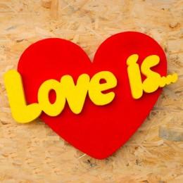 Объемное сердце с надписью LOVE IS толщина 30 мм